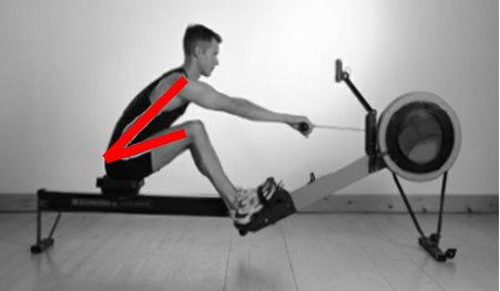 拉槳初期,身體角度無固定住,致使腿蹬力量分散